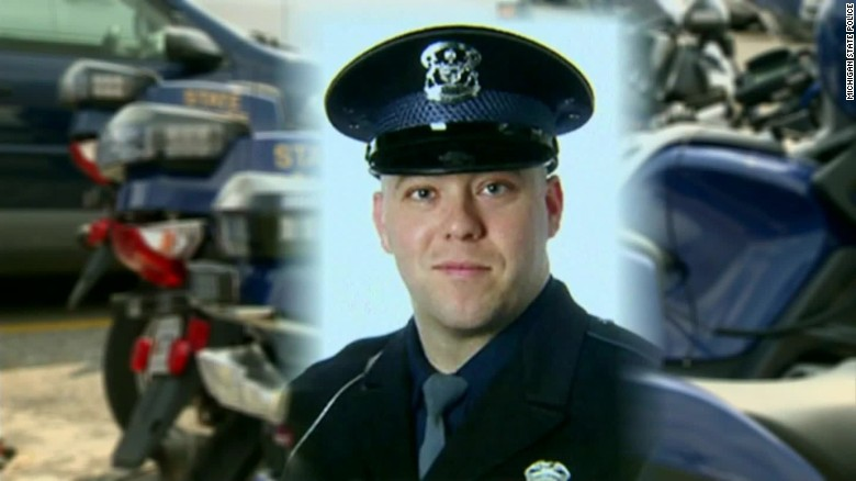 michigan state trooper dragged highway dies dnt_00000223