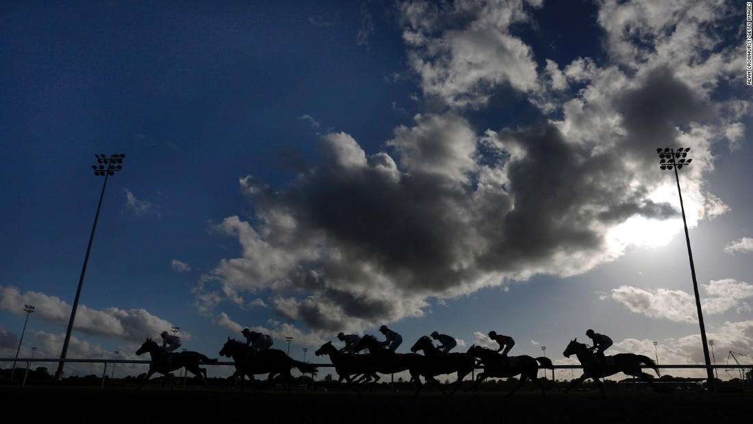 SUNBURY, ENGLAND - AUGUST 26: A general view as runners race down the back straight at Kempton Park racecourse on August 26, 2015 in Sunbury, England. (Photo by Alan Crowhurst/Getty Images)