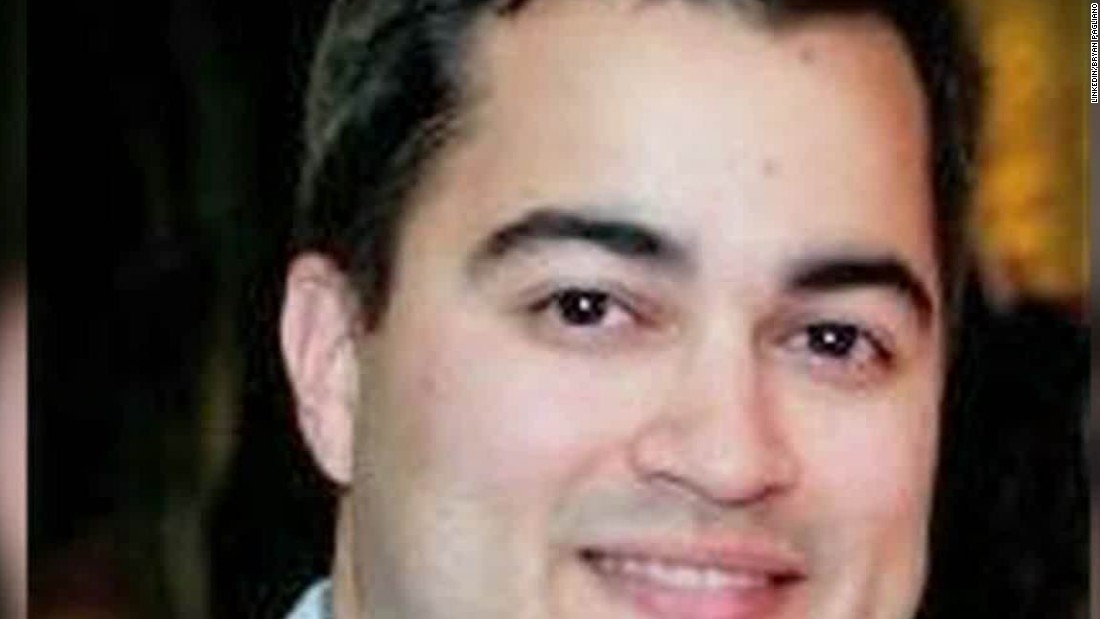 Ex-Clinton staffer began cooperating with FBI, DOJ last year over email server