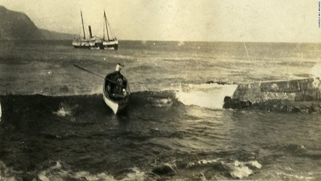 In the early 20th century, a steamer regularly traveled to Kalaupapa from other Hawaiian islands. People and goods were brought ashore in rowboats, some of which capsized in rough waters.