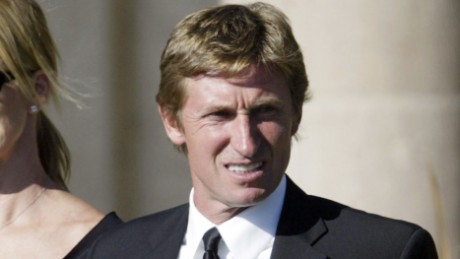 SIMI VALLEY, CA - JUNE 11:  Wayne and Janet Gretzky arrive at the burial services for former President Ronald Reagan on June 11, 2004 in Simi Valley, California. Reagan died of pneumonia due to complications with Alzheimer's disease at age 93 at his home in California. Ronald Reagan is laid to rest at the Ronald Reagan Presidential Library on June 11 in Simi Valley, California.  (Photo by David McNew/Getty Images)