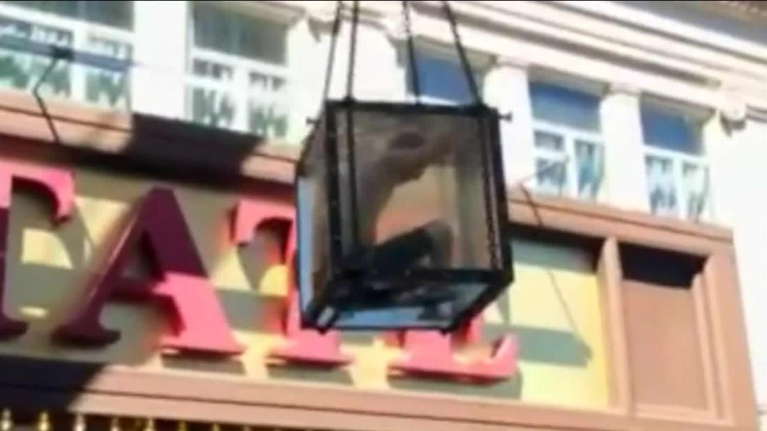 Escape artist's stunt goes awry