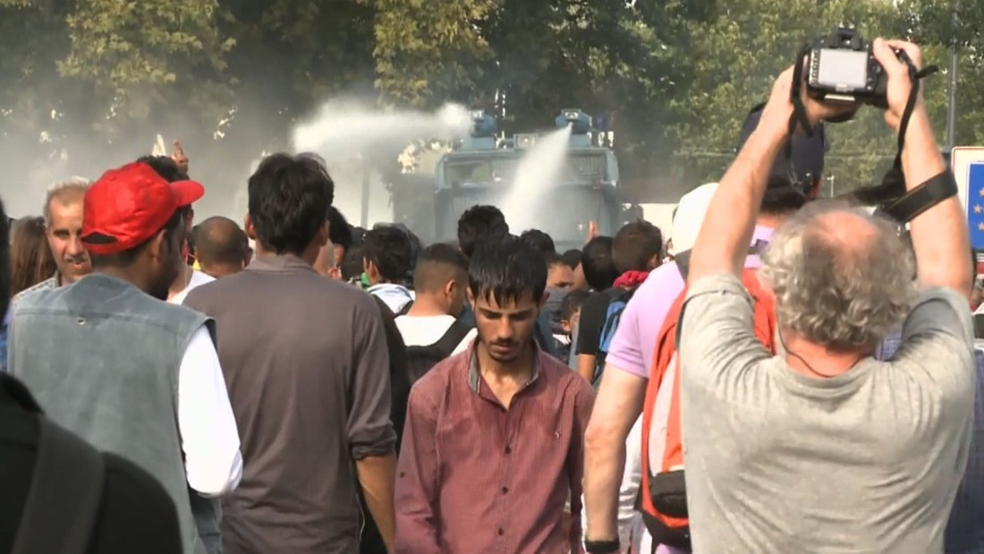 Refugee crisis: Hungary uses tear gas, water cannons on migrants at border