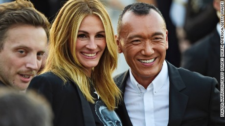 NEW YORK, NY - SEPTEMBER 11:  Actress Julia Roberts and Joe Zee attend the Givenchy fashion show during Spring 2016 New York Fashion Week at Pier 26 at Hudson River Park on September 11, 2015 in New York City.