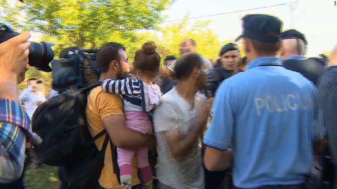 Migrant crisis: Croatia closes border crossings as thousands stream in
