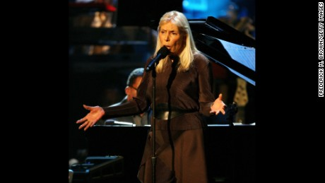 LOS ANGELES, CA - OCTOBER 28:  Recording artist Joni Mitchell performs during the Thelonious Monk Jazz Tribute Concert For Herbie Hancock at the Kodak Theatre on October 28, 2007 in Los Angeles. (Photo by Frederick M. Brown/Getty Images)
