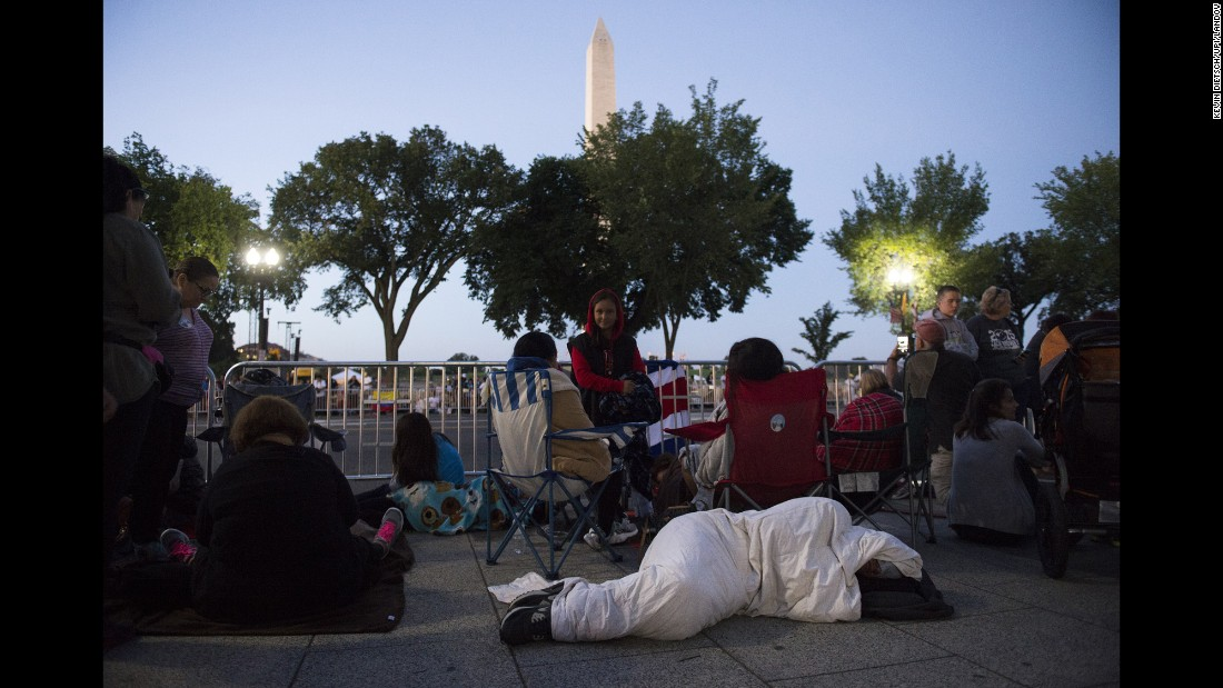 Early on September 23, people gather along Pope Francis' parade route in Washington.