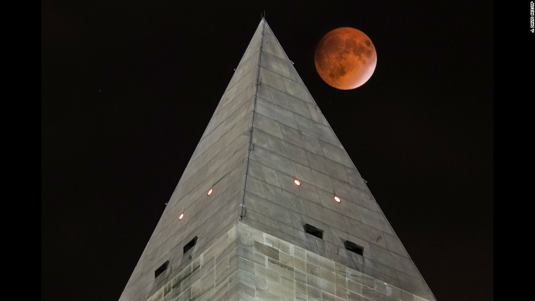The eclipse is seen next to the Washington Monument.