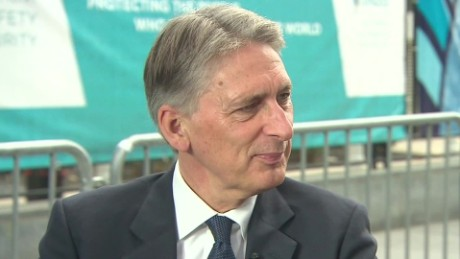 uk intv amanpour hammond_00061221