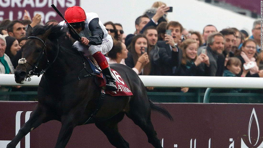 Fankie Dettori rode Golden Horn to a superb victory in the Prix de L'Arc de Triomphe at Longchamp,