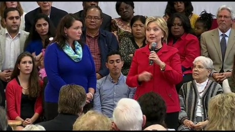 Hillary Clinton introduces Newtown Sandy Hook mom on stage _00005415.jpg