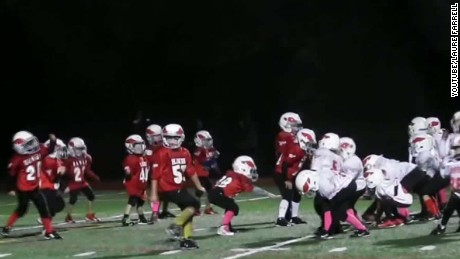 Watch peewee football team Nae Nae