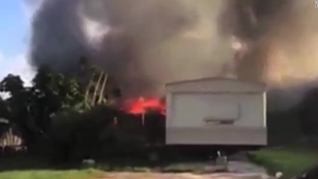 2 dead after plane crashes into mobile home park in Lake Worth, Florida