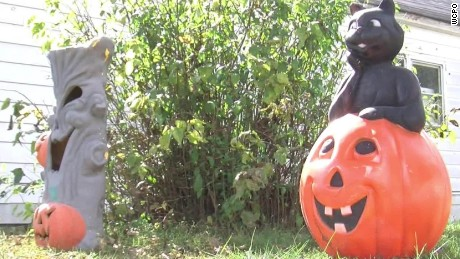 Woman's body mistaken for Halloween display dnt_00000507