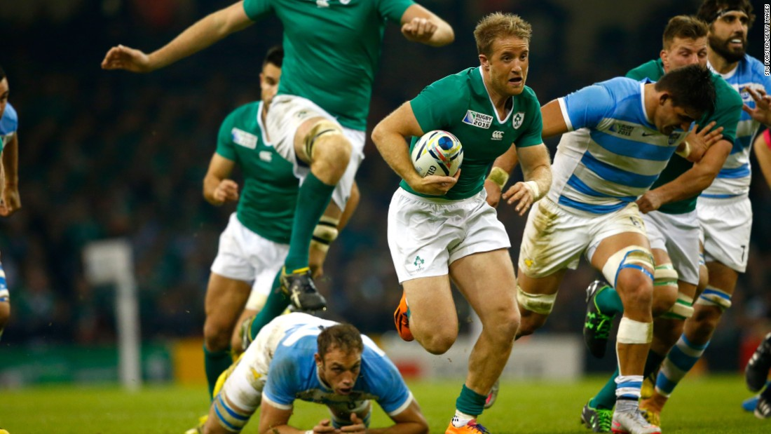 Luke Fitzgerald of Ireland breaks clear to set up his side's second try in the quarterfinal match against Argentina.