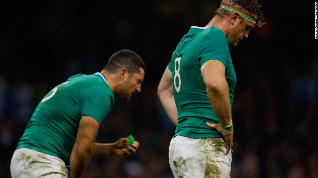 Jamie Heaslip and Jordi Murphy of Ireland cut dejected figures after their side's 43-20 defeat to the Argentina Pumas.