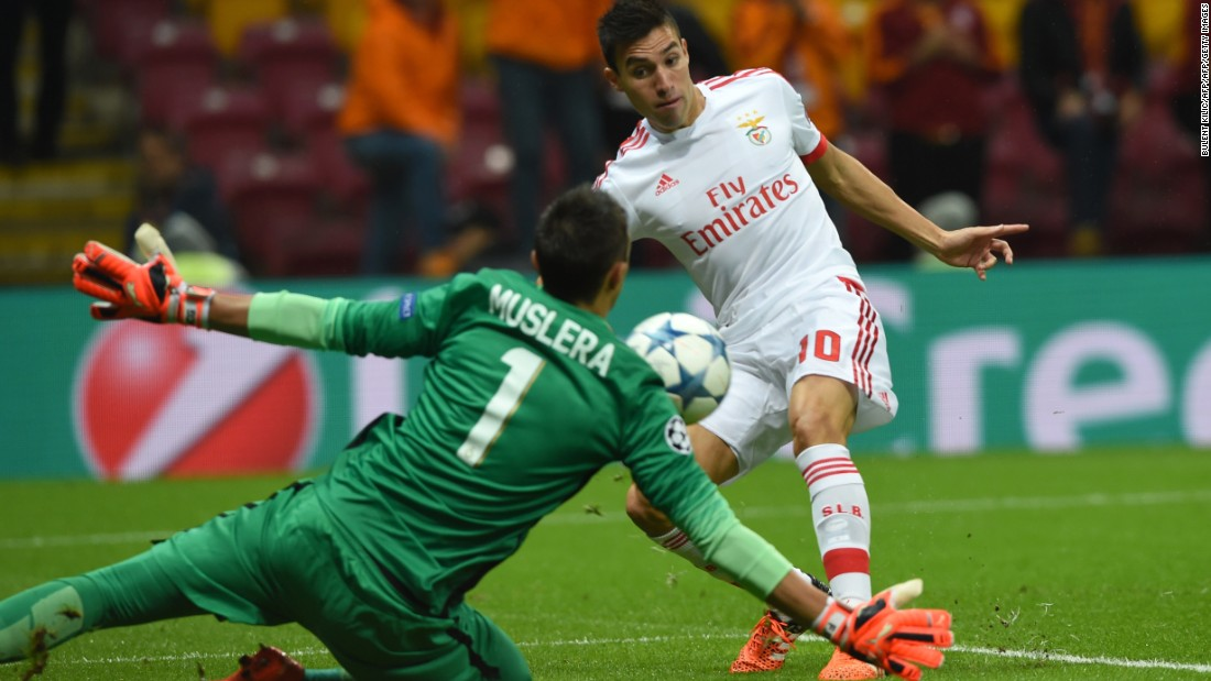 Benfica frittered away the advantage against Galatasaray to lose 2-1 in Turkey.