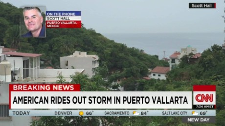 American rides out storm in Puerto Vallarta_00002818