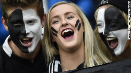 New Zealand fans pose prior to a semi-final match of the 2015 Rugby World Cup between South Africa and New Zealand at Twickenham Stadium, southwest London, on October 24, 2015.  AFP PHOTO / FRANCK FIFE  RESTRICTED TO EDITORIAL USE, NO USE IN LIVE MATCH TRACKING SERVICES, TO BE USED AS NON-SEQUENTIAL STILLS        (Photo credit should read FRANCK FIFE/AFP/Getty Images)