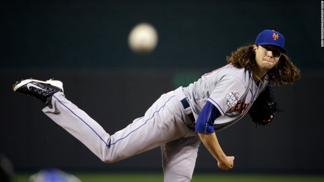 Jacob deGrom of the Mets throws a pitch against the Royals.