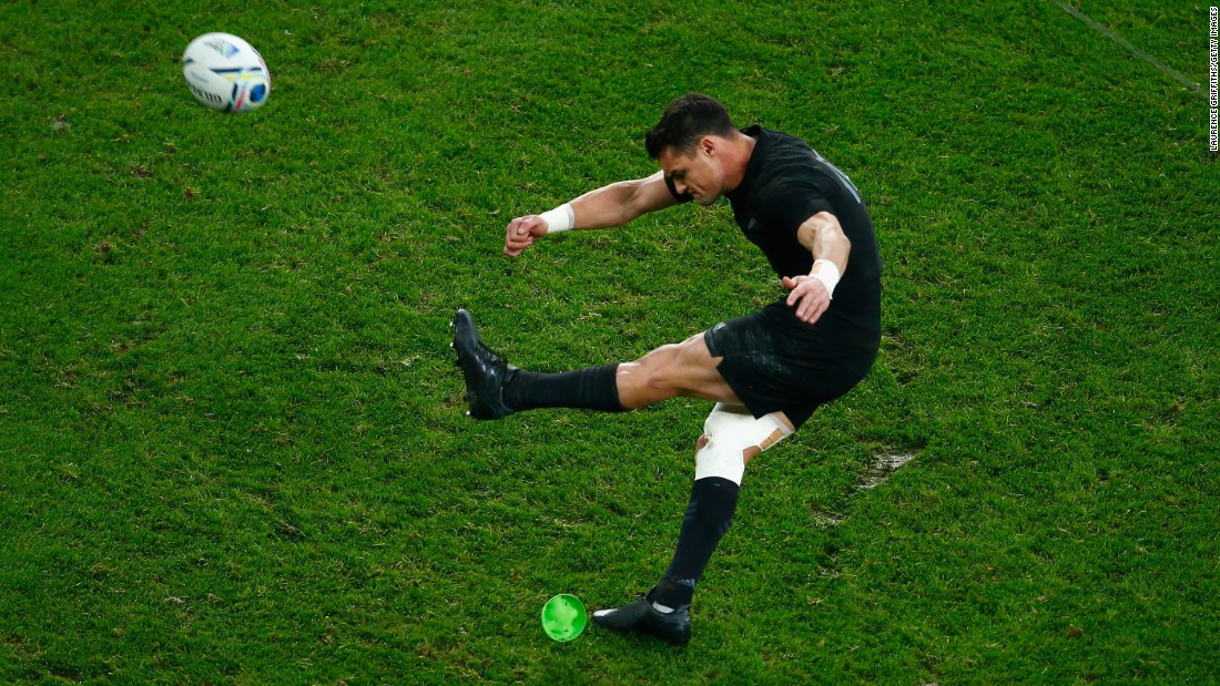 Dan Carter's boot again proved ever reliable for the All Blacks at Twickenham with 19 points in the final to give him man of the match status.