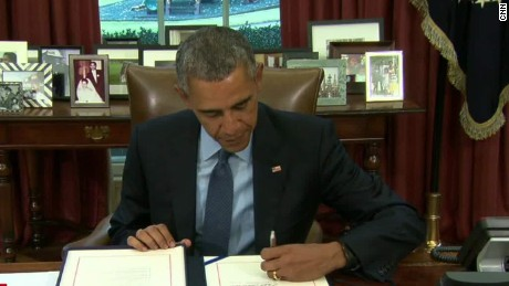 Obama signs budget deal lv_00023106.jpg
