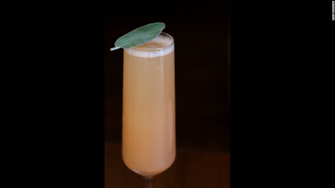Who doesn't like apples or Champagne? This <strong>sparkling apple cocktail</strong> blends sweetness, tartness and bubbles.