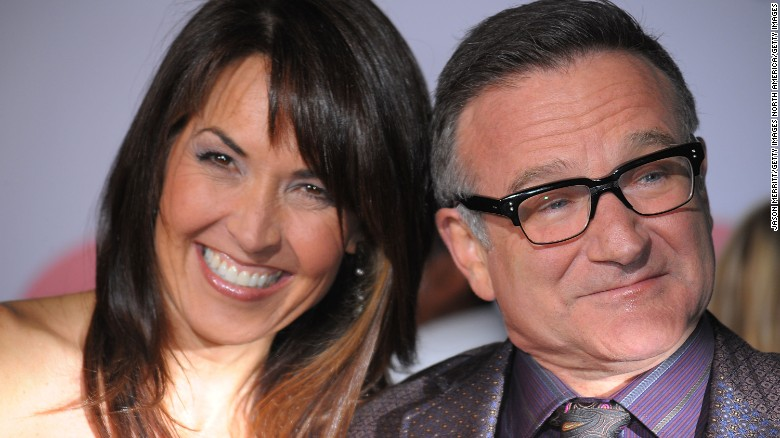 HOLLYWOOD - NOVEMBER 09:  Susan Schneider and Robin Williams arrive at the premiere of Walt Disney Pictures' 'Old Dogs' at the El Capitan Theatre on November 9, 2009 in Hollywood, California.  (Photo by Jason Merritt/Getty Images)