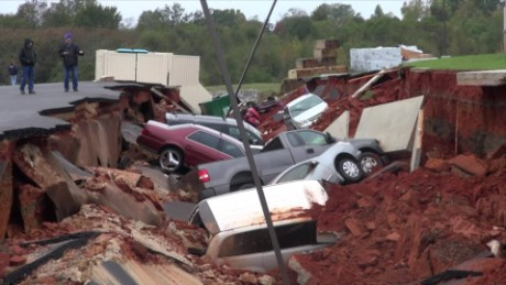 mississippi ihop sinkhole swallows cars dnt_00000425