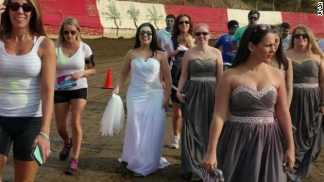 bride destroys wedding dress engagement ends pkg_00002524