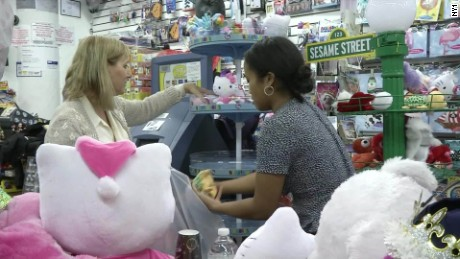 toy store charity buy christmas gift dnt_00010427.jpg