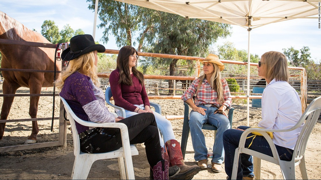 May discusses a recent equine-assisted psychotherapy session with members of Otra Mas at the Ortega Center. Any observations noted during therapy can be brought up in later debriefs.