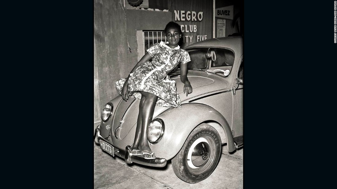 Depara also captured other areas of Congo's youth culture. Whilst the Bills were defending their territories, others were heading to the busy clubs of Kinshasa, known for its Polka, Maringa, Tango and Rumba scenes.