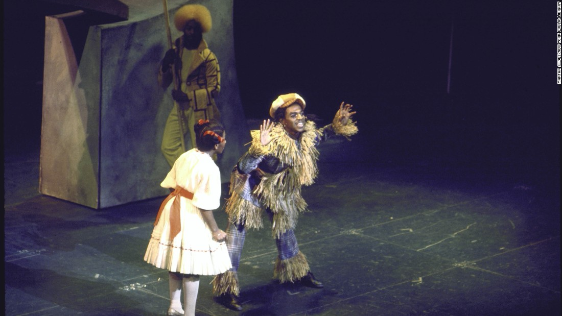 Mills sings with Hinton Battle as the Scarecrow.