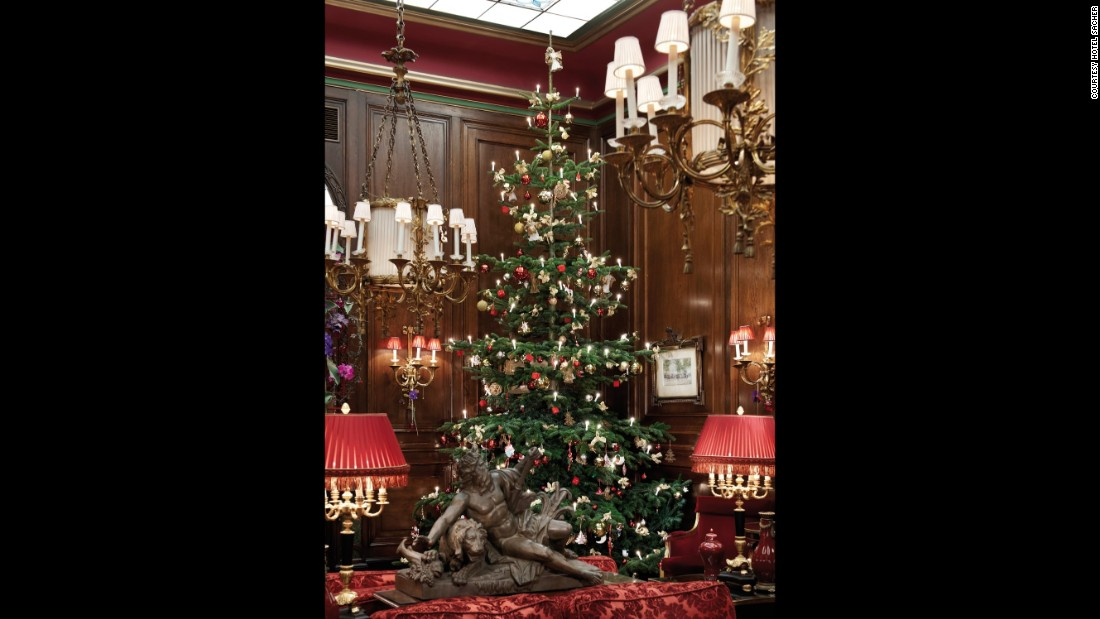 10 hotels where christmas is special cnn travel - Traditional Hotel Decoration