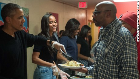 Obama family serves Thanksgiving dinner to homeless and vets in 2015