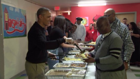 predient obama serving thanksgiving dinner vo_00004809