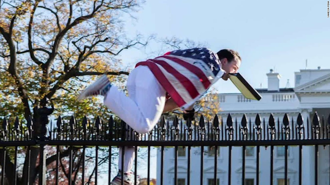White House fence jumper detained