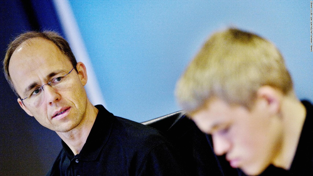 Father Henrik often accompanies his son on tour, pictured here with the 16 year old during a press conference in Oslo in 2007.<br />