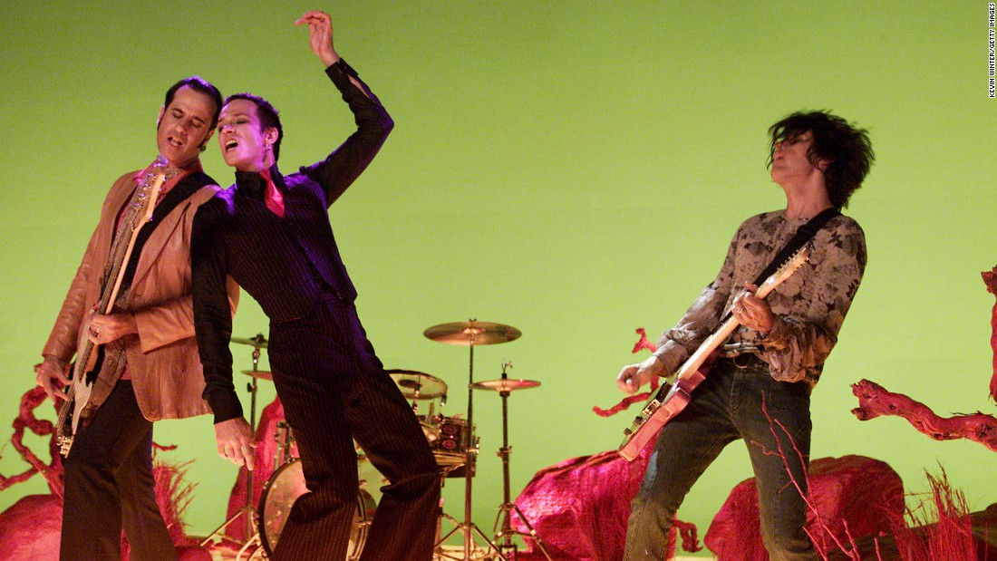 "STP had commercial success throughout the '90s with such albums as ""Purple"" and ""Tiny Music ... Songs from the Vatican Gift Shop."" But the relationship between Weiland, center, and the rest of the band -- including brothers Robert DeLeo, left and Dean DeLeo -- was contentious due to Weiland's drug use and erratic behavior. ""When you've got a person like this in your life, it's hard. You've been granted all the things in life you want to do, and when one person pulls the rug out from under you, it's the worst,"" <a href=""http://www.rollingstone.com/music/news/scott-weiland-on-the-brink-rolling-stones-1997-feature-20110513#ixzz3tMj1cEwV"" target=""_blank"">Dean DeLeo told Rolling Stone in 1997</a>. The group broke up in 2003, though it reunited for a time in 2008."