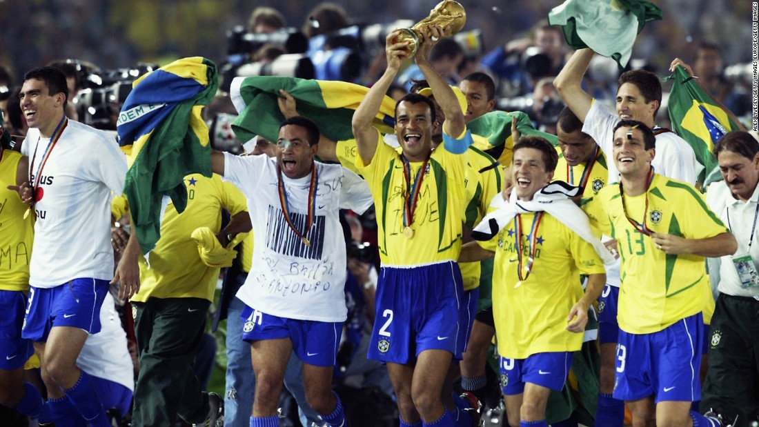 Ceni appeared for Brazil on 16 occasions and was a member of the squad which won the 2002 World Cup in Japan and South Korea, although he didn't play any games during the tournament.