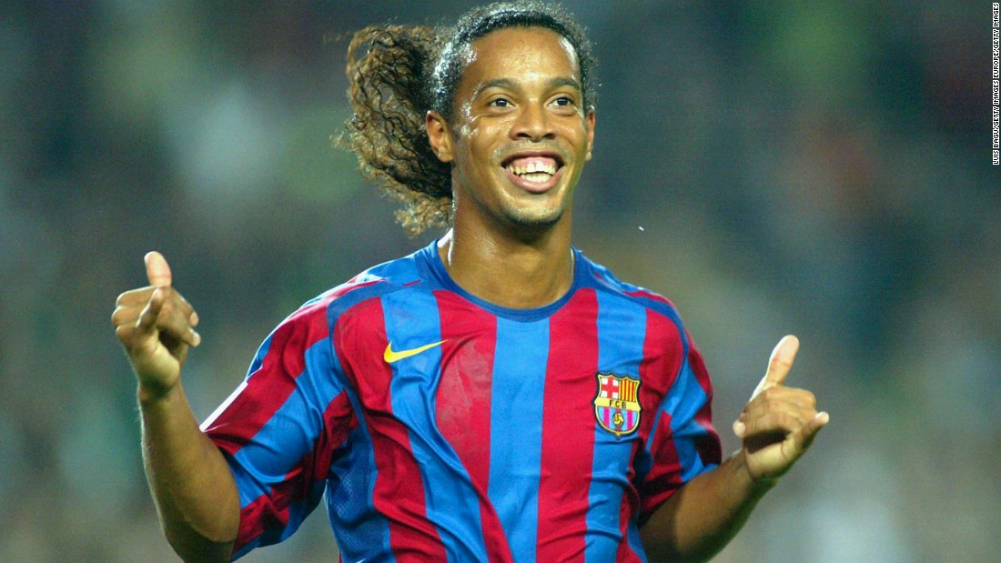 A fellow 2002 World Cup winner and a two-time World Player of the Year, Ronaldinho took to Twitter to praise his compatriot.