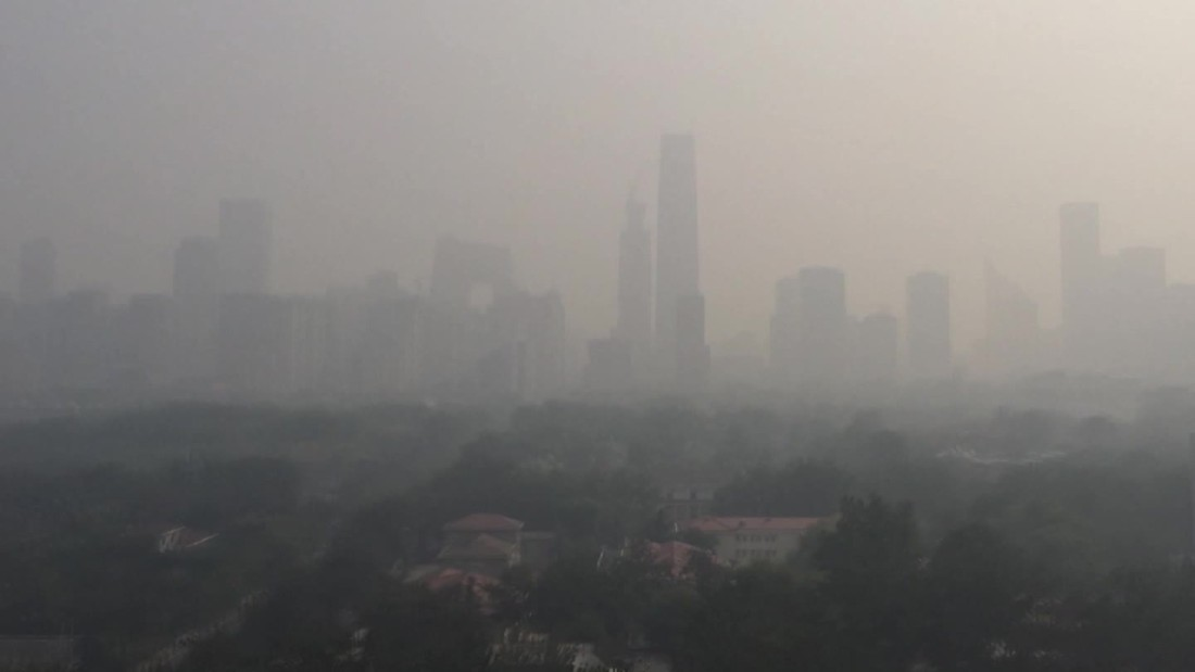 Smog in China closes schools and construction sites, cuts traffic in Beijing