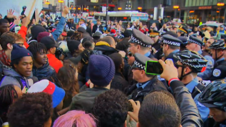 Chicago protesters break through police line