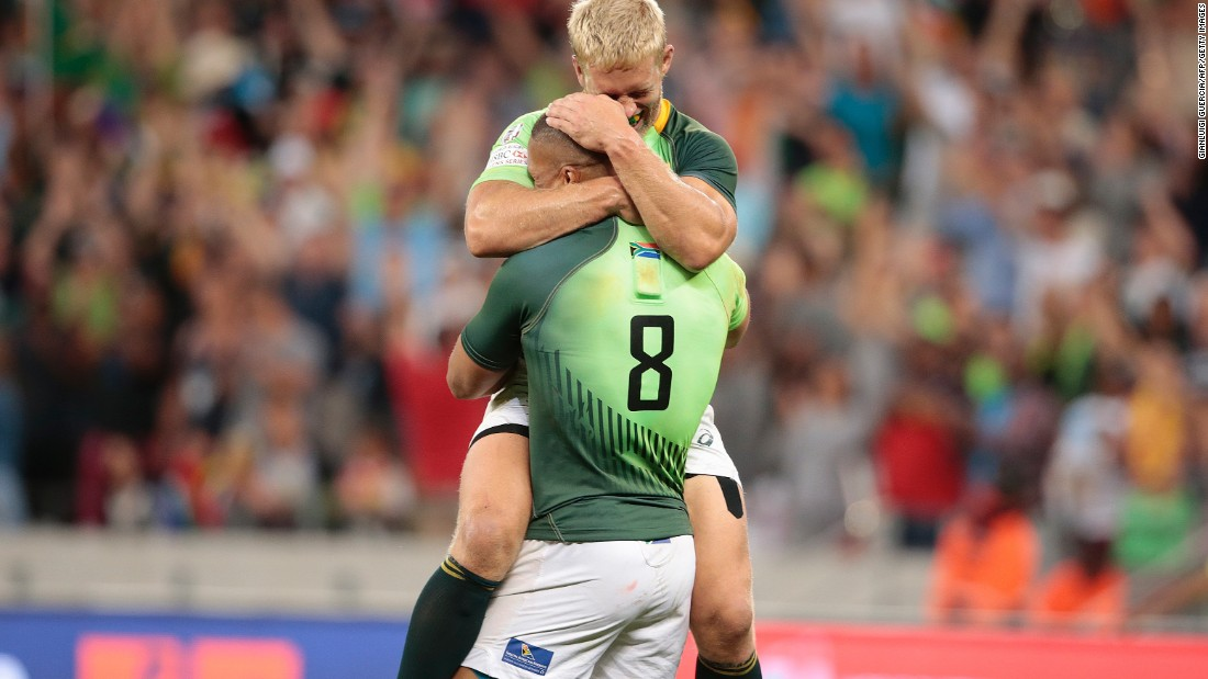 South African players were ecstatic after successfully defending the title at the Cape Town Sevens with a 29-14 victory over Argentina.