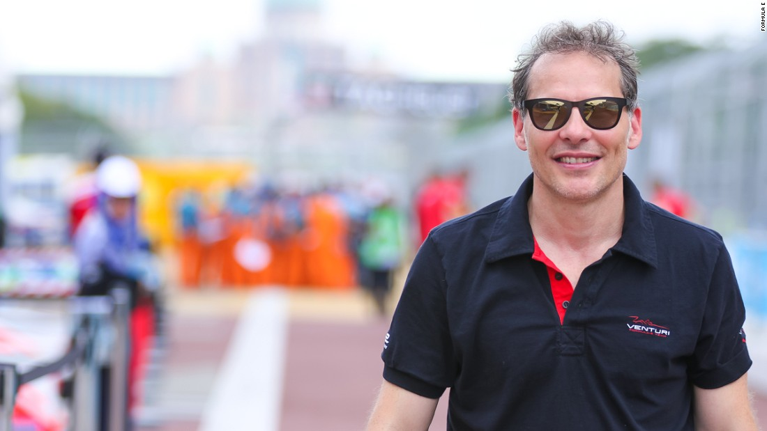 This season the sport welcomed a Formula One legend. The 1997 world champion Jacques Villeneuve will be racing for the Venturi team throughout the series.