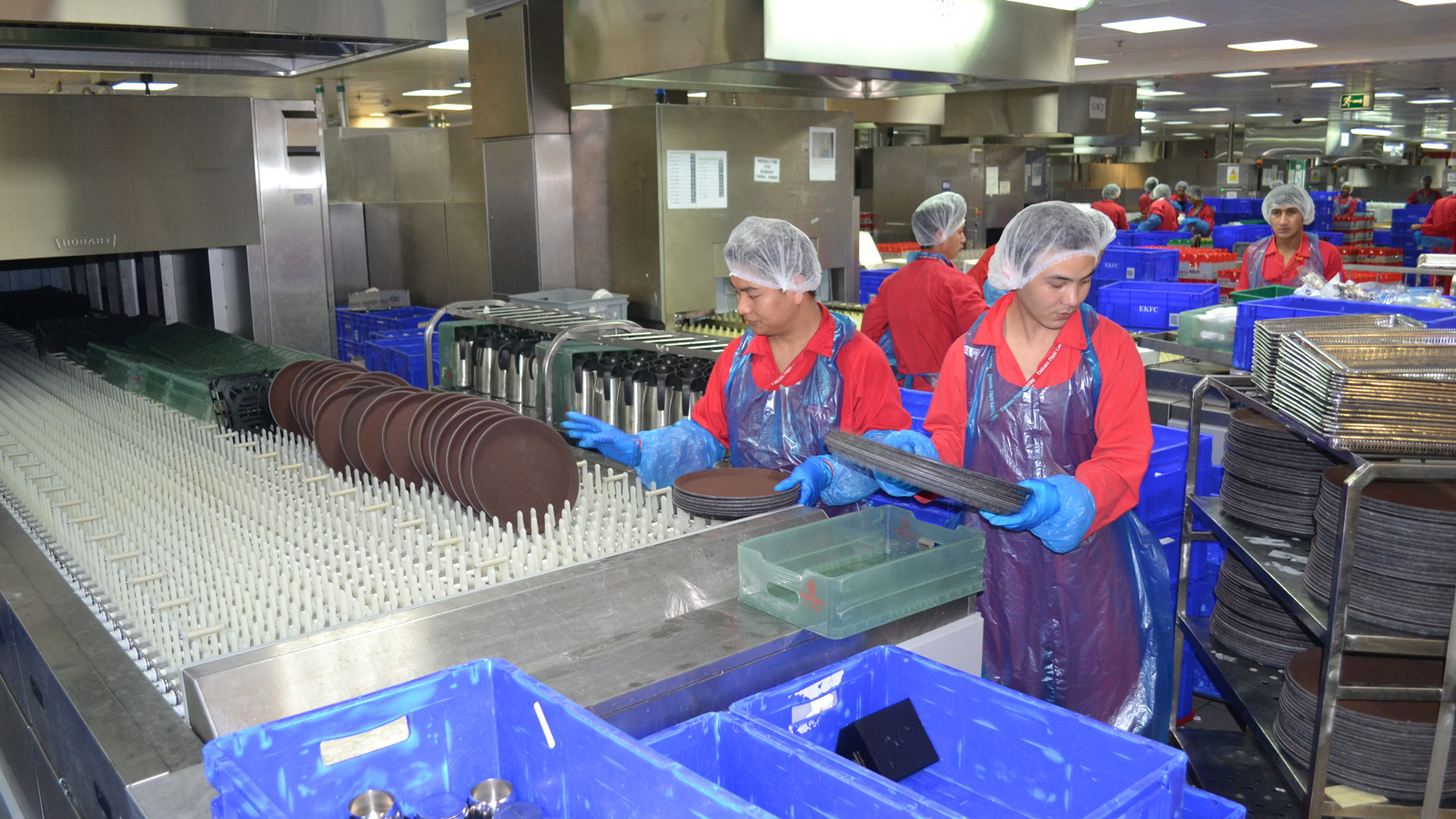 Airline food: Emirates airline dishes out 180,000 meals | CNN Travel