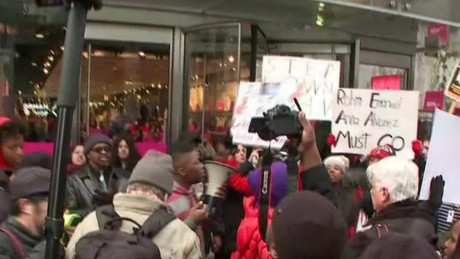 chicago protests christmas shopping young live nr _00003018
