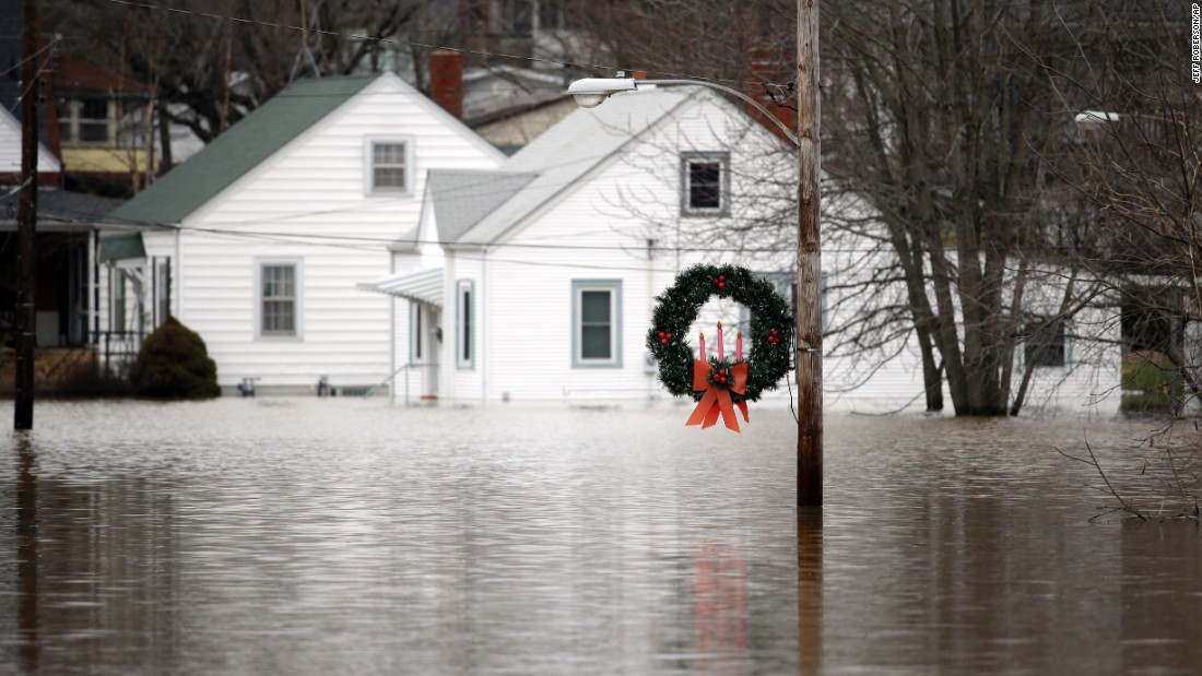 'It wears you out,' Missouri man says as floodwaters rise