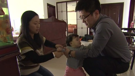 china allows couples two kids lklv rivers_00010411